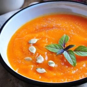 Kürbissuppe mit Tomaten