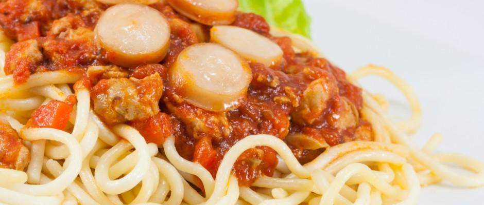 """Wegen der vielen Wurst in der Sauce hat ein italienisches Restaurant im chinesischen Taipeh ein Spaghetti-Gericht """"Nazi-Pasta"""" genannt."""