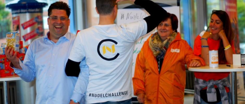 Nach der Ice Bucket Challenge ist nun die Nudelchallenge, welche die Wismarer Tafel unterstützt, geboren.