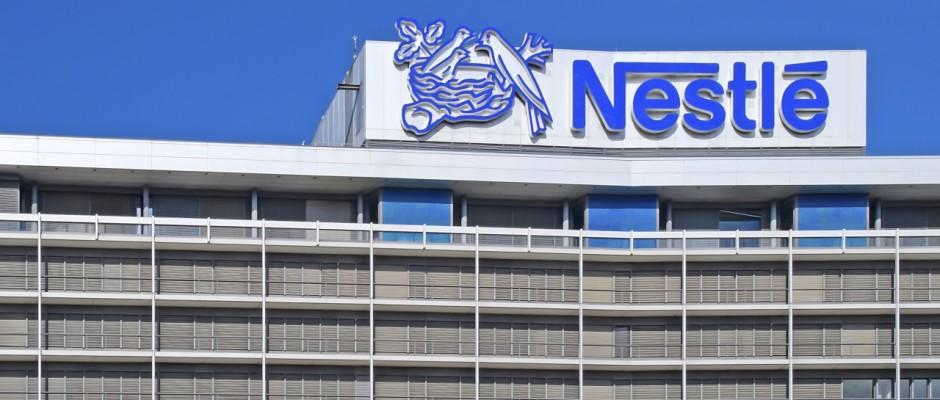 Der Schweizer Nahrungsmittelkonzern Nestlé muss in Indien einen herben Rückschlag hinnehmen: Seine Maggi-Nudeln wurden verboten.