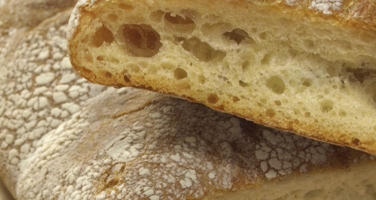 Übersetzt bedeutet Ciabatta Pantoffel, was seinen Ursprung in der flachen, breiten und langgezogenen Form hat.