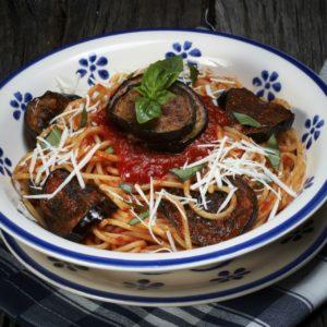 Spaghetti mit gegrillten Auberginenscheiben