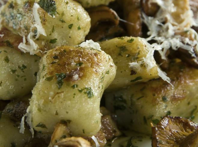 Gnocchi-Pilzpfanne mit Parmesan