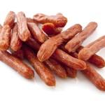 Cabanossi sind dünne längliche Rohwürste aus feingehacktem Rind- und Schweinefleisch.