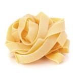 Die Pastasorte Fettuccine kommt aus der Römischen Küche und ist eine dünne, breit gerollte Nudel.