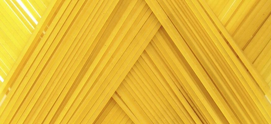 Linguine, auch Linguini genannt, ähneln der Spaghetti sehr, sind jedoch flach.