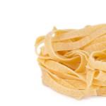 Tagliatelle sind eine Art Bandnudeln aus der italienischen Region Emilia-Romagna.
