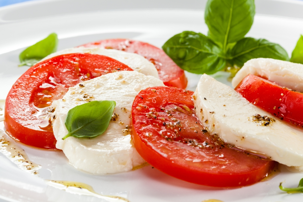 caprese mozzarella auf tomaten variante 1 rezept von pastaweb. Black Bedroom Furniture Sets. Home Design Ideas
