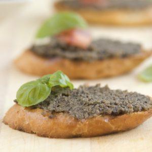 Crostini mit Olivencreme