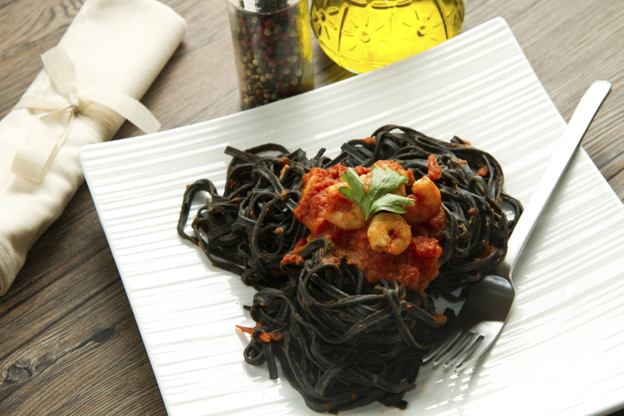 garnelen auf schwarzen spaghetti rezept von pastaweb. Black Bedroom Furniture Sets. Home Design Ideas