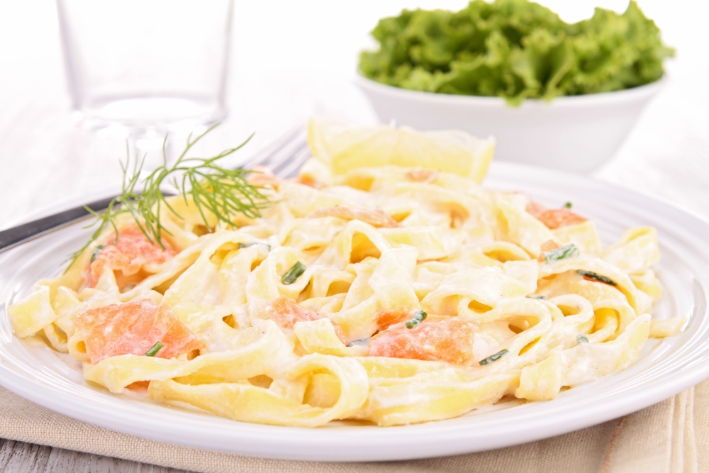 gorgonzola lachs so e zu tagliatelle rezept von pastaweb. Black Bedroom Furniture Sets. Home Design Ideas