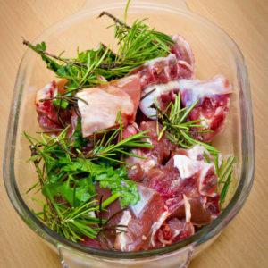 Lammragout mit weißen Bohnen – Agnello spezzato