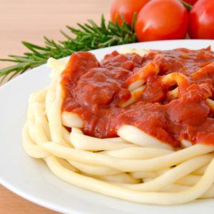 Sommerliche Tomatensoße zu Makkaroni