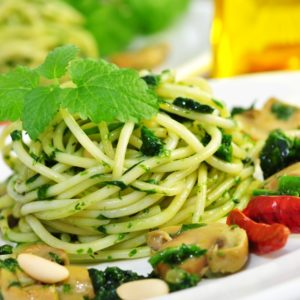 Spaghetti mit Basilikum-Senf-Pesto