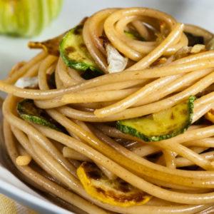 Zucchini in Weißweinsoße zu Spaghetti