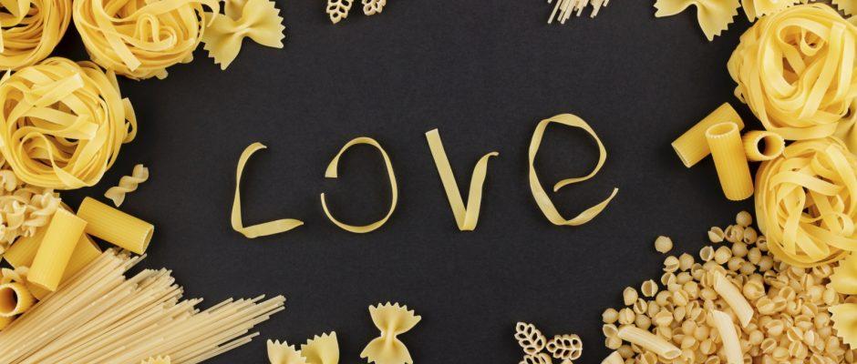Wie einige Wissenschaftler nun herausgefunden haben, gibt es offensichtlich einen triftigen Grund dafür, dass wir Pasta so sehr lieben.