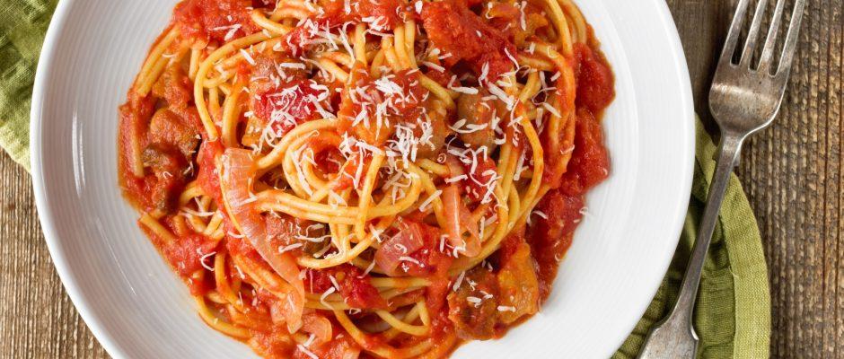 """Alljährlich findet in Amatrice am letzten Wochenende im August die """"Sagra degli Spaghetti all'Amatriciana"""" statt. Ein Fest zu Ehren der beliebten Speise."""