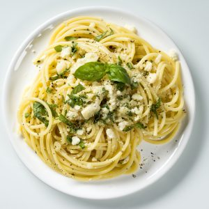 Spaghetti mit Basilikum-Pesto und Parmesan