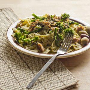 Thunfisch-Farfalle mit Brokkoli und Oliven