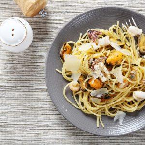 Spaghetti mit Muscheln und Garnelen