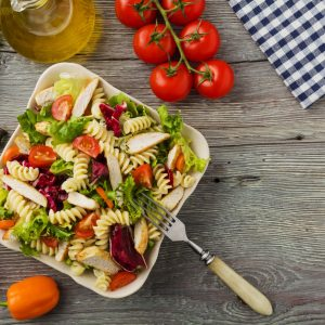 Fussili-Salat mit Hähnchen und Tomaten