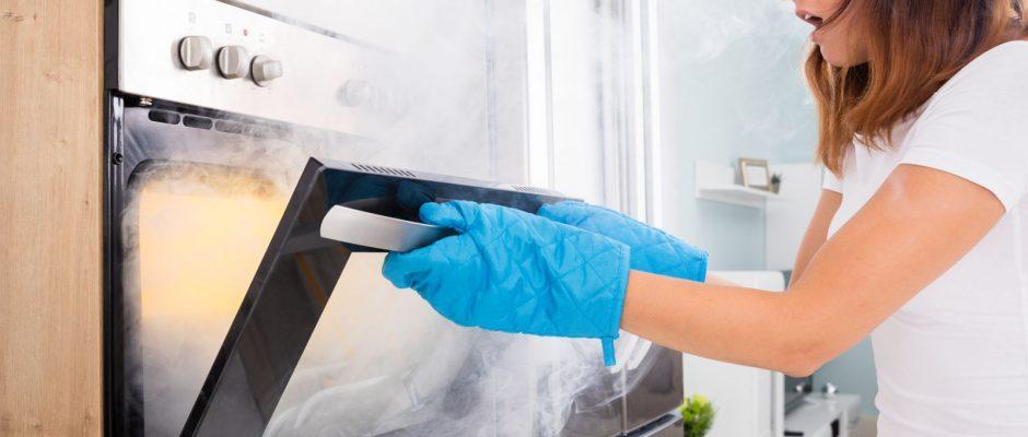 Die Küche ist der wohl gefährlichste Ort der Wohnung beziehungsweise des Hauses. Brände entstehen blitzschnell.