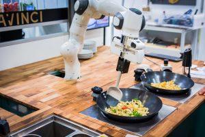 Der Kochroboter vom Start-up DaVinci Kitchen ist in der Lage, komplexe Gerichte fertigzustellen. Foto: davincikitchen.de