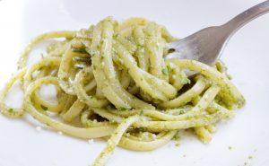 Linguine werden sehr oft mit Pesto alla Genovese serviert.