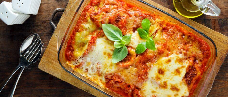 Lasagne ist eines der beliebtesten Gerichte der italienischen Küche.