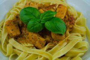 Tagliatelle al Salmone ist ein italienisches Nationalgericht aus der Emilia-Romagna.